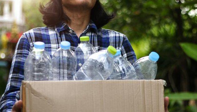 Kerajinan Tangan dari Botol Bekas: Manfaat dan 15 Contohnya