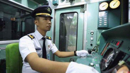 Berapa Gaji Masinis Kereta Api di Indonesia?
