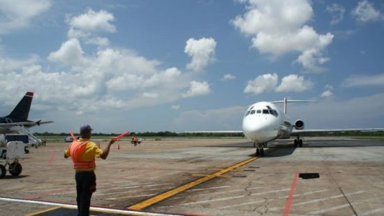 Gaji Tukang Parkir Pesawat Alias Marshaller di Indonesia