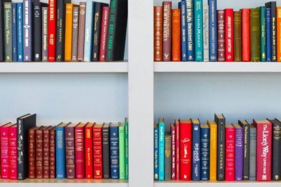 Perbedaan Buku Fiksi dan Non Fiksi yang Harus Anda Tahu
